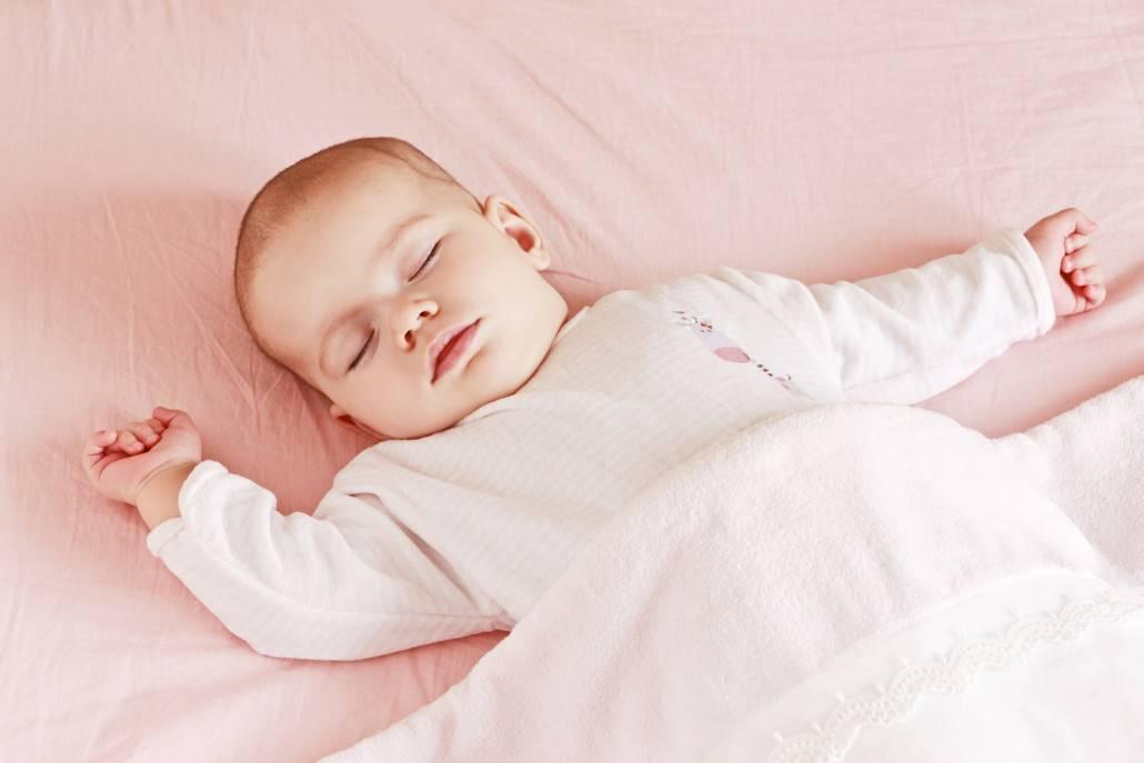 Почему ребенок в 3 месяца много спит — причины