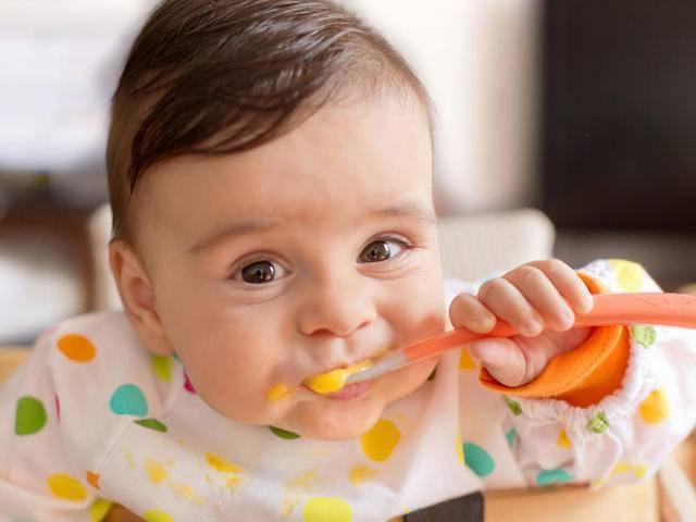 Как правильно вводить в прикорм бананы и со скольких месяцев их можно давать ребенку?