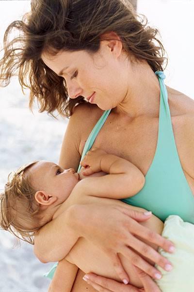 Почему кормящие мамы потеют во время кормления