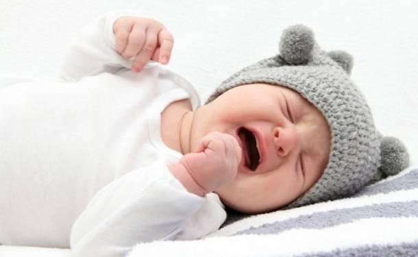 Грудничок плачет во сне, не просыпаясь: какие причины и что делать 2020