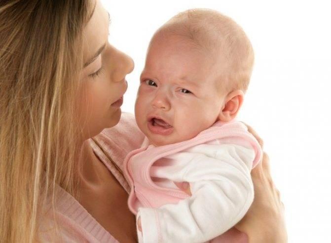Что делать, если ребенок у груди плачет, не берет грудь