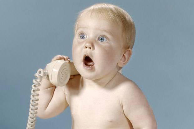 В каком возрасте дети начинают говорить первые слова