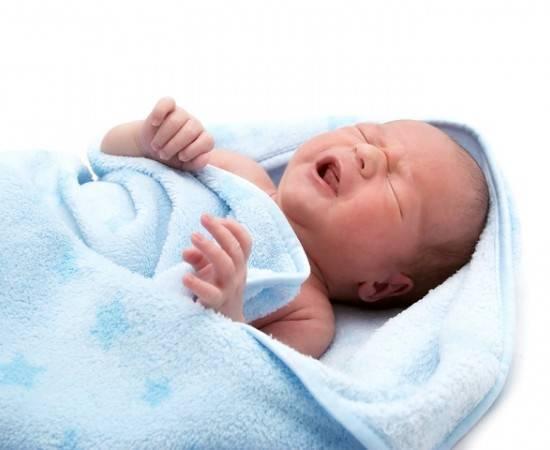 Чем лечить запор у новорожденных: обзор разрешенных лекарственных и народных средств