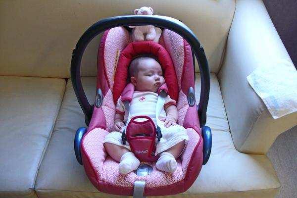 Советы родителям: как перевозить новорожденного в машине