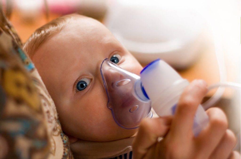 Почему у ребенка при насморке кровь из носа?