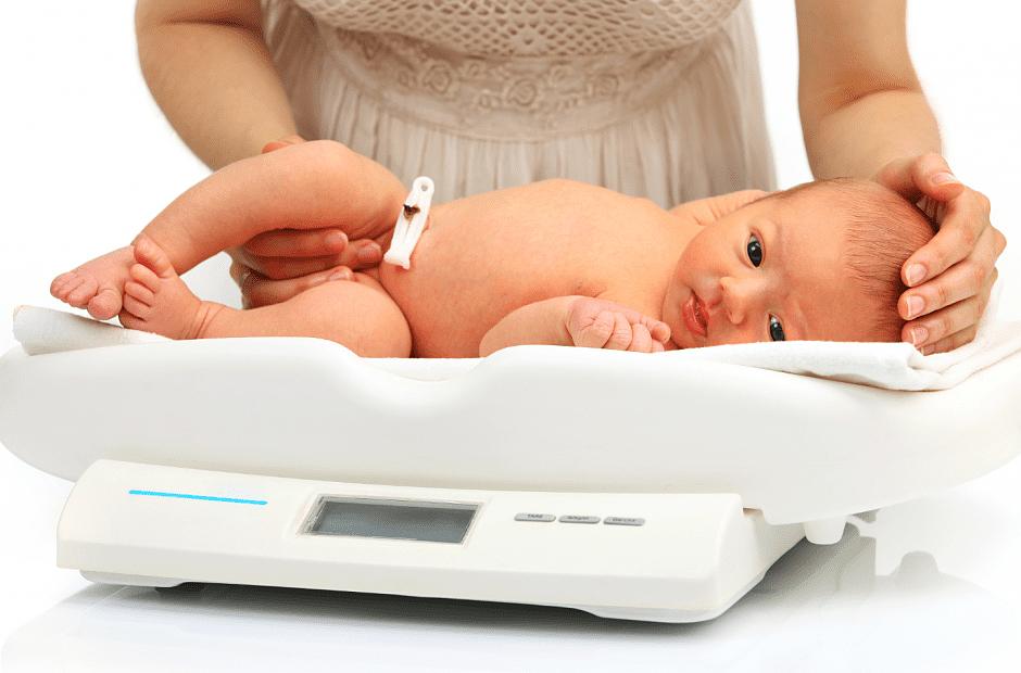 Весы для новорожденных: виды, когда нужны, как правильно взвешивать
