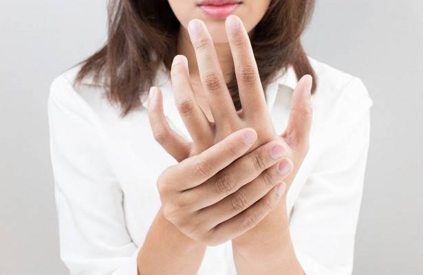 Почему облазят руки у ребенка и как это лечить?