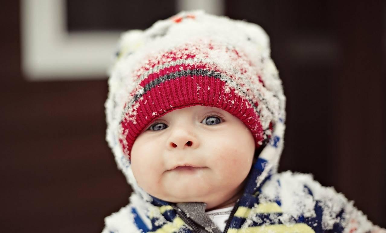 Сколько гулять с новорожденным осенью и зимой?