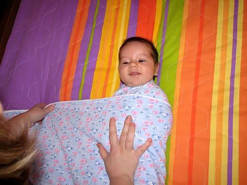 Как пеленать малыша в роддоме. как пеленать новорождённого: пошаговые инструкции с фото и видео.