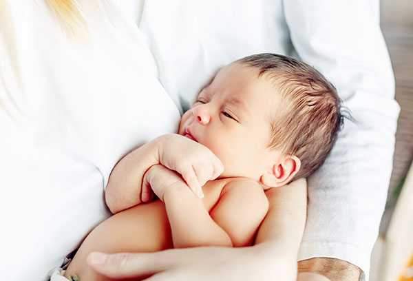 12 причин беспокойства ребенка при кормлении грудью. почему ребенок плачет во время кормления грудью