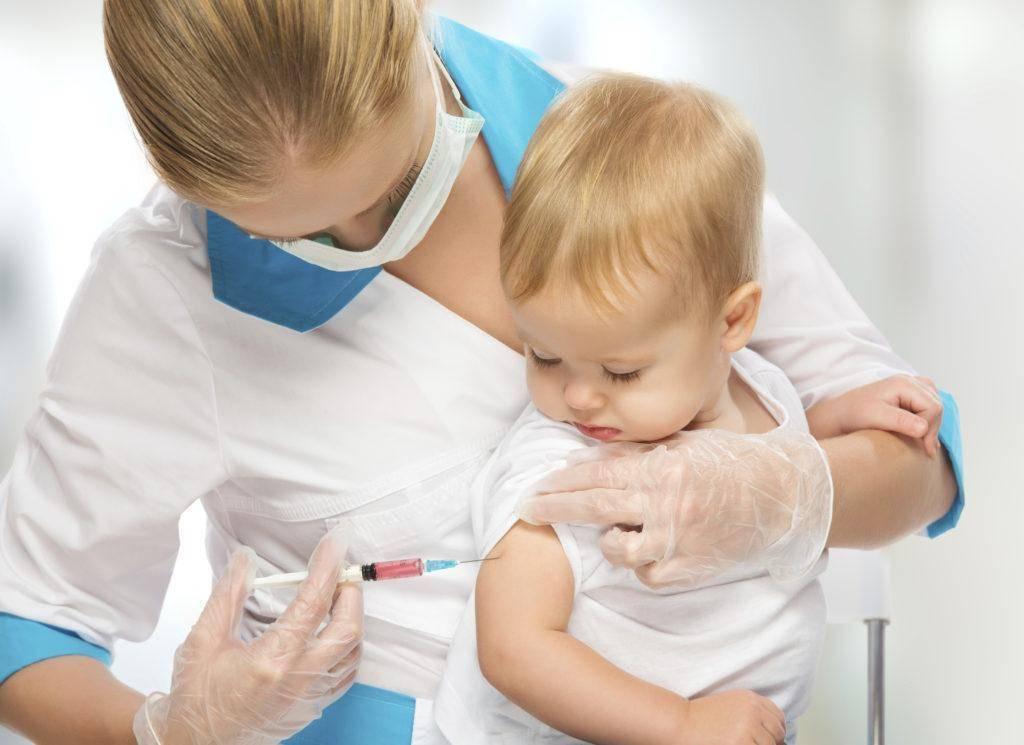 Почему нельзя купать ребенка после прививки