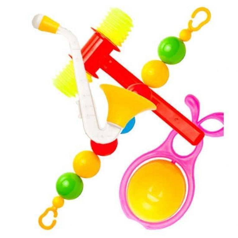 До какого возраста дети играют в погремушки?