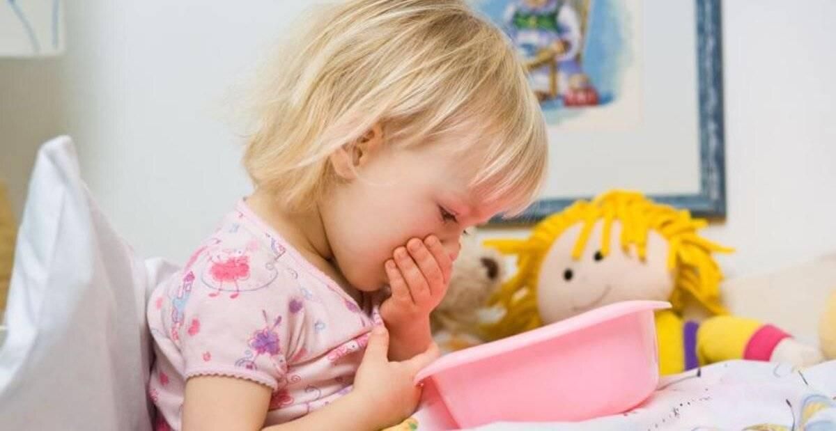 У ребенка понос и температура 38: причины и лечение