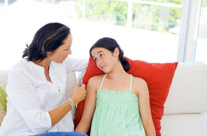 Выделения у новорожденной девочки: кровянистые, белые и слизистые