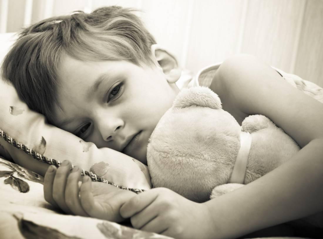 Ребенок срыгнул с кровью: причина и лечение