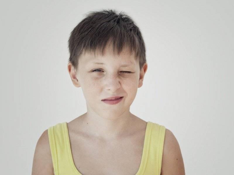 Что делать, если ребенок во сне дергает руками и ногами?