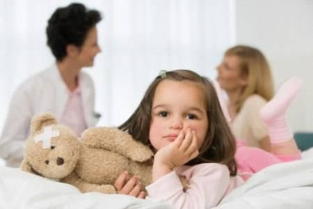 Из-за чего ребёнок плачет при мочеиспускании?