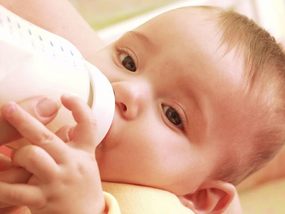 Меню ребенка в 7 месяцев на искусственном вскармливании: режим питания, примерный рацион