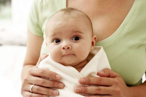 Что делать, если малыш захлебывается при кормлении