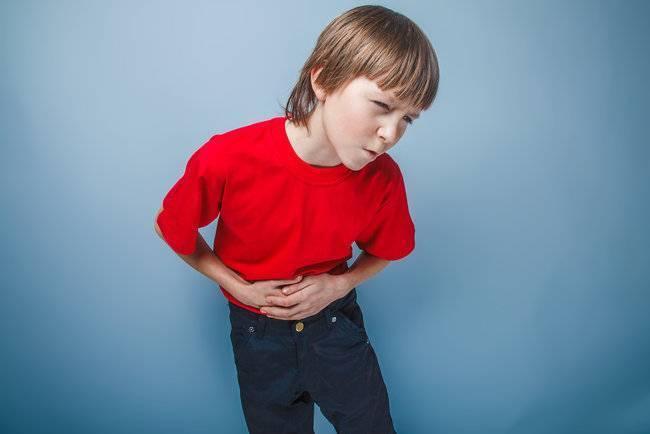 У ребенка болит живот: что можно дать