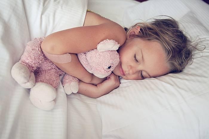 Как отучить ребенка спать с мамой - советы, методы, отзывы