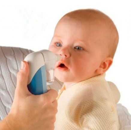 Как высасывать сопли у грудничков из носоглотки, чем именно удалять слизь у новорожденных и как убирать сопли