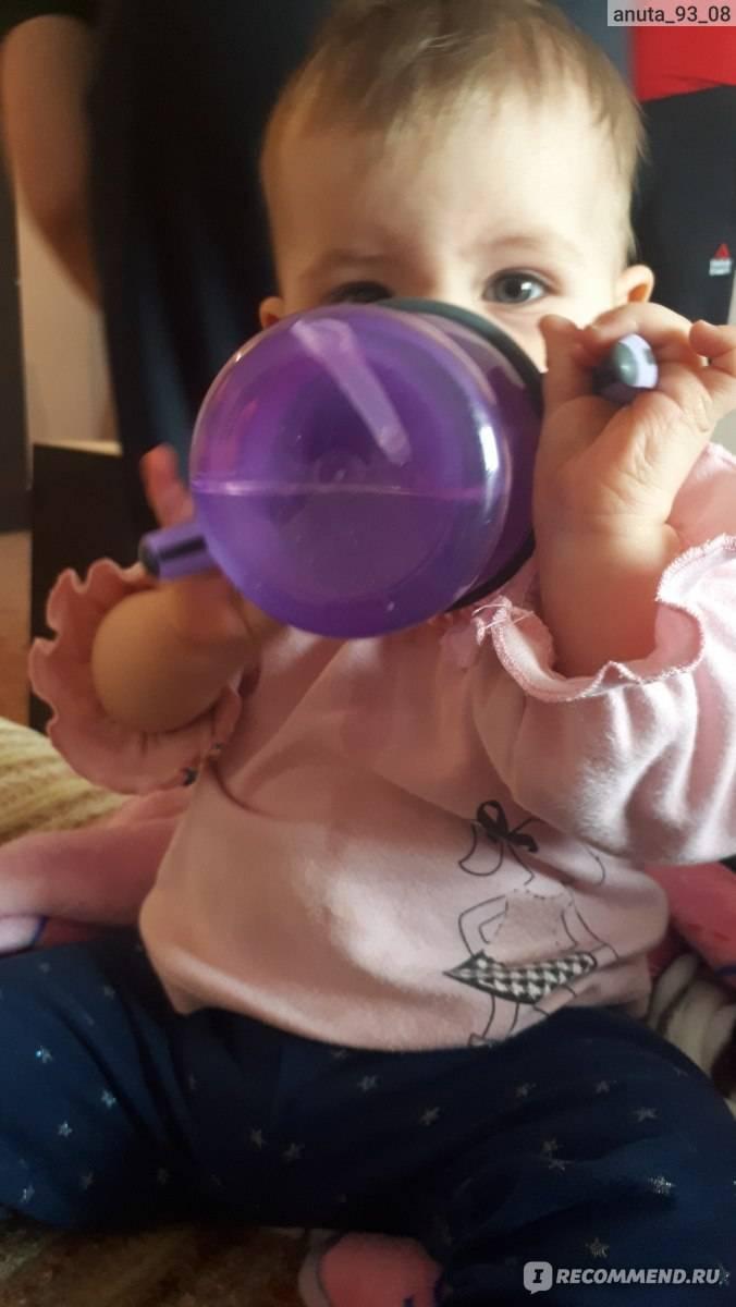 Как научить ребенка пить из поильника?