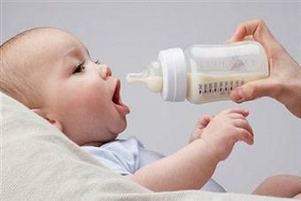 Как стерилизовать бутылочки для новорожденных: способы и особенности стерилизации в домашних условиях