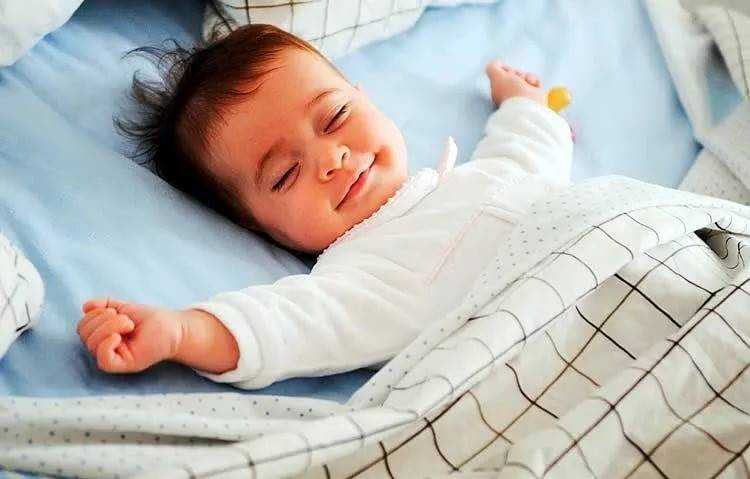 Сколько часов должен спать ребёнок в возрасте 6 месяцев