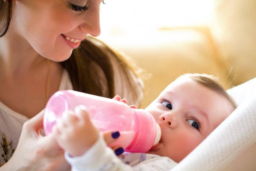 Сколько должен съедать ребенок в 2 месяца: смеси, молока, за одно или несколько кормлений