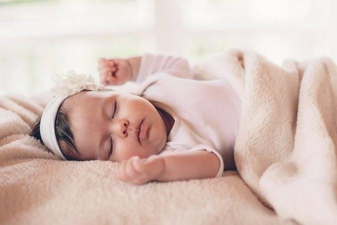 Сон грудного ребенка: длительность и особенности по месяцам