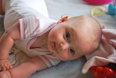 Развитие ребенка в 4 месяца: что должны уметь мальчики и девочки
