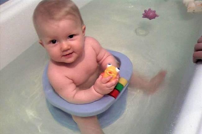 Как выбрать ванночку и аксессуары для купания., мыть удобно малыша, купание в большой ванне новорожденного   ванночка для купания новорожденного | метки: горка, правильно, горка, правильно