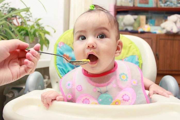 С какого возраста можно давать ребенку мед (13 фото): со скольки лет давать, симптомы аллергии, мнение комаровского