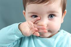 Как правильно капать в нос грудничку