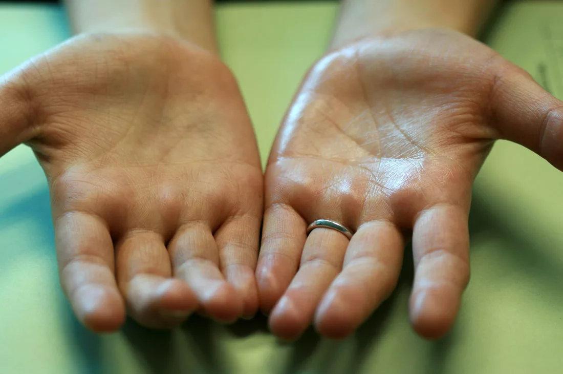 Почему у новорожденного холодные руки