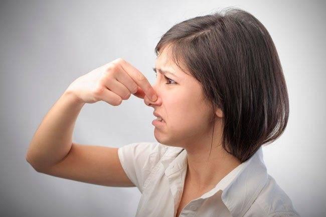 Причины появления поноса с запахом у ребенка