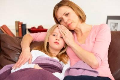 Опасны ли ситуации, когда у ребенка болит живот и появляется температура?