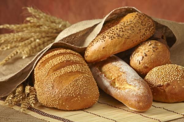 Какой хлеб лучше давать ребенку до года. когда и как можно давать хлеб грудничку в прикорм, какие изделия и что не желательно ребенку