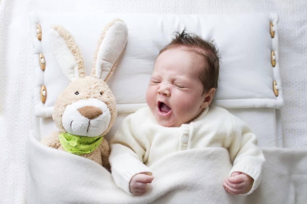 У ребенка заложен нос нет соплей: причины состояния и лечение