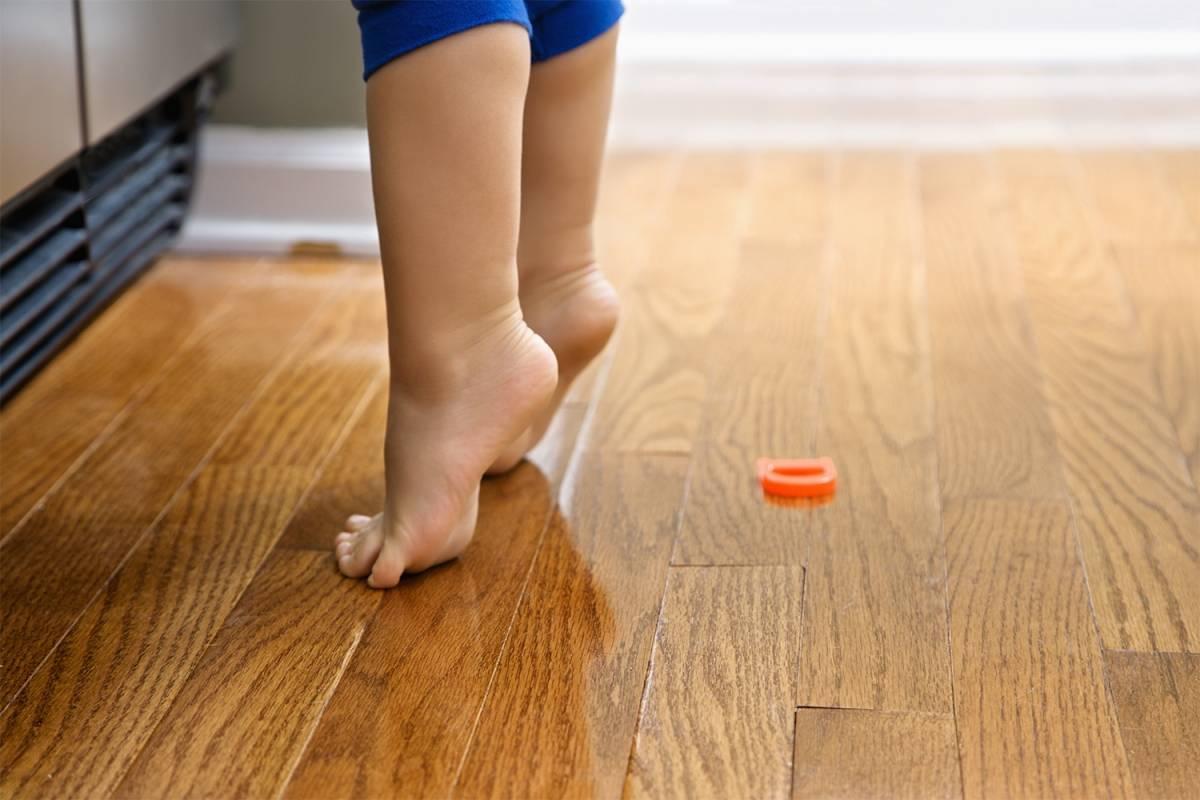 Ребенок ходит на носочках: причины, почему ребенок ходит на цыпочках, что делать в 1, 1,5, 2, 3, 4 и 5 лет, комаровский