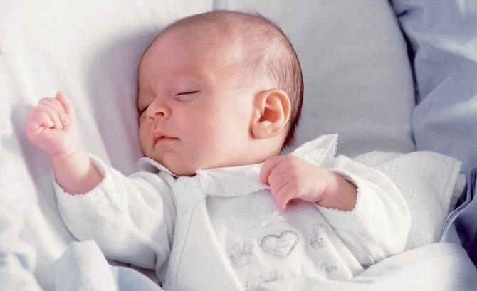 Как предупредить чрезмерную потливость головы у малыша по ночам