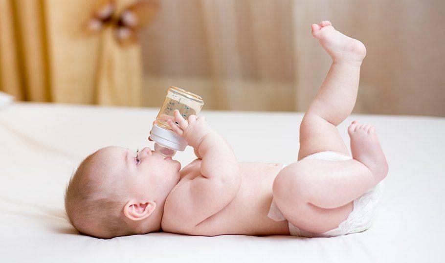 Почему у грудничка холодные ручки и ножки: что делать родителям - onwomen.ru