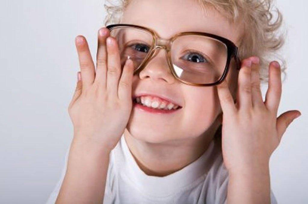 Астигматизм у детей: что такое, код детского по мкб 10, можно ли купить очки для глаз ребенка при симптомах, профилактика зрения
