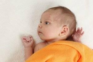 У новорожденного облазит кожа: почему слезает на теле, в паху, на руках и лице у грудничка