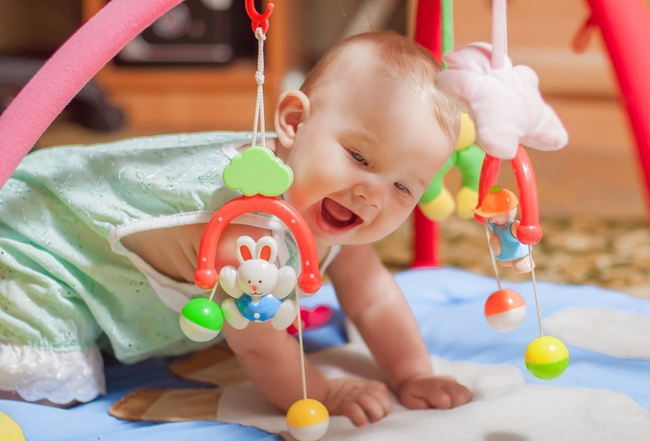 Игры и занятия в 2 месяца, или как правильно развивать ребенка