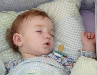 Почему ребенок 2 месяца плохо спит днем – какие причины и что с этим делать 2020