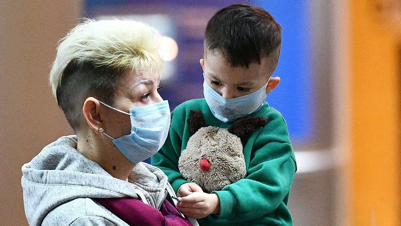 Сколько может длиться рвота у ребенка при вирусной инфекции и как ее лечить