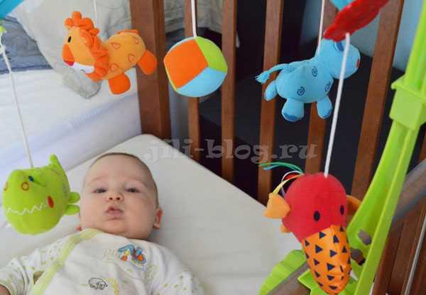 Первые игрушки: какие игрушки нужны новорожденному?