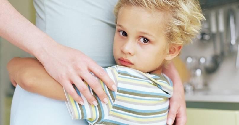 Ребенок в 2 года постоянно капризничает и часто психует: что делать?